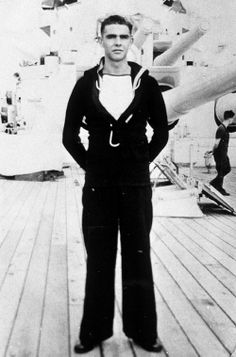 Sean Connery joined the Royal Navy but was discharged from the navy on medical grounds because of a duodenal ulcer. He returned to his previous job as a milkman James Bond, Vintage Sailor, Vintage Men, Hollywood Actor, Old Hollywood, Hollywood Glamour, Classic Hollywood, Famous Veterans, Scottish Actors