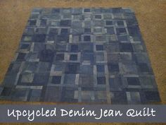 I think this would be a great picnic blanket! Handmade quilt from recycled denim and jeans! A great family memory and great way to include items from the whole family! Jean Crafts, Denim Crafts, Diy Craft Projects, Sewing Projects, Craft Ideas, Blue Jean Quilts, Denim Quilts, Picnic Quilt, Picnic Blanket