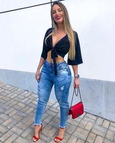 Cool ripped jeans outfits for teenage girls. Moda Outfits, Jean Outfits, Casual Outfits, Summer Outfits, Cute Outfits, Summer Shoes, Ripped Jeans Outfit, Sexy Jeans, Skinny Jeans