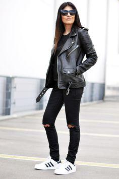 Outfit total look negro para mujer, con chaqueta de cuero para la bajada de las…