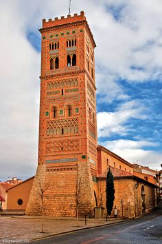 Title: San Martín de Teruel Date: 1315-16 Place: Aragón--Teruel--Teruel Time: Gothic-Mudejar Description: Exterior: View of Tower