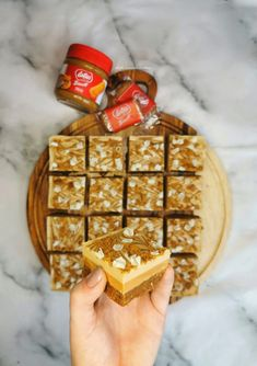 Biscoff Recipes, Baking Recipes, Dessert Recipes, Baking Ideas, Desserts, Caramel Squares Recipe, Chocolate Easter Cake, White Chocolate Brownies, Eid Biscuits