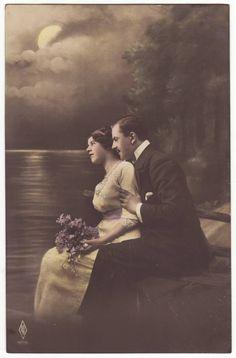 German postcard  Romantic edwardian couple in the moonlight