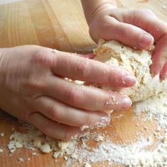 Recept na domácí těstoviny - fleky krok za krokem - Vaření.cz Krispie Treats, Rice Krispies, Desserts, Hampers, Tailgate Desserts, Deserts, Postres, Dessert, Rice Krispie Treats