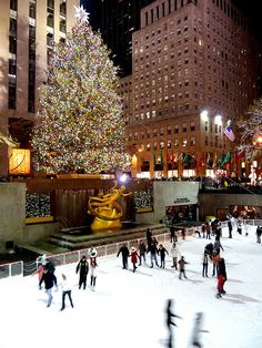 My Top 5 NYC Landmarks- Rockefeller Center's Tree and Ice Rink, I am not a coordinated skater, but I would certainly try! (Photo from SimonPix, via Flickr)  #AerieFNO