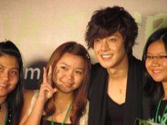Kiss World Korea 세계 한국 키스: Hyun Joong en la firma de autógrafos en Kuala Lumpur