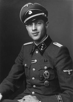 A private portrait of SS-Untersturmführer Havvo Lübbe of the Leibstandarte Division (ca. 1942)
