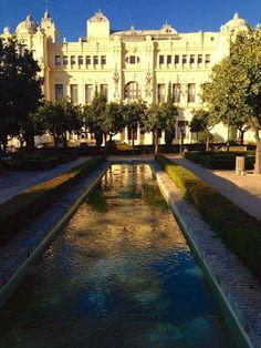 Ayuntamiento de Málaga desde los Jardines de Pedro Luis Alonso.  Fotografía: Eloísa Morales Díaz