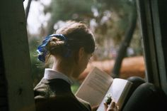 She love reading I Love Books, Good Books, Books To Read, My Books, Woman Reading, Love Reading, Reading Art, Reading Time, Reading Books