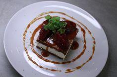Specerijenparfait wafel met cranberries gezouten karamelsaus Biscuits, Sweet Tooth, Pudding, Sweets, Beef, Desserts, Ethnic Recipes, Food, Seeds