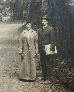 Laura Ingalls Wilder and son-in-law Gillette Lane, possibly photographed by Rose Wilder Lane during Laura's visit to San Francisco for the 1915 International Exposition. The Lanes were already living apart, and divorced in Old Pictures, Old Photos, Vintage Photos, Antique Photos, Vintage Posters, Laura Ingalls Wilder, Laura Rose, Ingalls Family, Prairie House