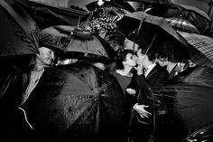 Și ce dacă plouă un pic în ziua nunții? Transformă fiecare moment într-o sărbătoare! Foto: Cristian Pană