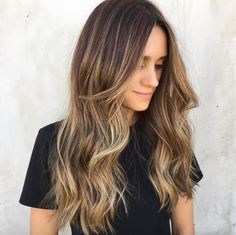 """In case you needed more convincing, here's the biggest reason balayage is better than traditional highlights. """"Balayage tends to give you a better grow out period,"""" says Lee. """"Where as a traditional highlight client might need to touch up her re-growth every eight weeks, you can stretch it to 12 weeks or longer with balayage."""""""