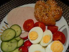 Špaldové pečivo Eggs, Breakfast, Food, Basket, Breakfast Cafe, Egg, Essen, Yemek, Meals
