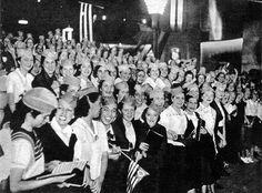 Na capital de SP, mulheres paulistas dão seu apoio à Revolução de 1932.