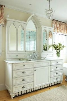 White bathroom vanities and cabinets have always been a popular choice for traditional families because they look clean and brighten up the entire bathroom.