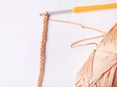 a crochet net bag Make a crochet net bag , Make a crochet net bag , Müslimuffins sind eine tolle Frühstücksidee für Kinder, die alles enthält w - - BARRADO EM CROCHÊ PRA TOALHA points de crochet a imprimer Crochet Diy, Filet Crochet, Crochet Basics, Bag Pattern Free, Crochet Basket Pattern, Bag Patterns To Sew, Crochet Patterns, Knitting Patterns, Diy Net Bags