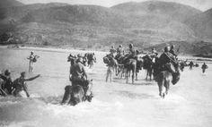Lancieri di Aosta guadano il fiume Kalamas, 28 ottobre 1940