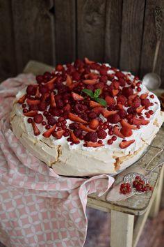 Chocolate and hazelnut cake - HQ Recipes Chocolate Hazelnut Cake, Melting Chocolate, Chocolate Recipes, Pavlova Cake, Almond Nut, Pear Cake, Cake Tins, Muesli, Naan
