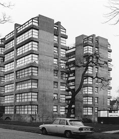 Vanbrugh Park Estate, Blackheath Designed by Chamberlin Powell and Bon, better know for the Barbican Estate, the practice were commissioned in 1958 to develop the Vanbrugh Park Estate, a site of seven acres. Made up of mixed level blocks, similar to their scheme the Golden Lane Estate, mostly consisting two-storey terraces of houses and mews flats.
