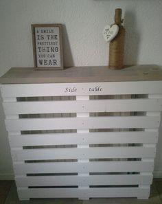 side table/radiator ombouw. gemaakt van steigerhout en witte latten. Home Projects, Interior, Diy Inspiration, House Inspiration, Home Decor, Home Deco, Wood Diy, Home Diy, Diy Radiator Cover