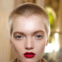 coupe courte cheveux epais