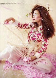 Lee Hyun Yi by Koo Bohn Chang for Vogue Korea May 2012