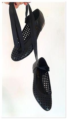 #ballet #flats ! #black #shoes #footwear #cute #ribbon #pretty #flatshoes #spoiltfeet #fashion #fashionista #fblogger #blogger #blog #shoesies #accessories #flog #pearlsandvagabonds