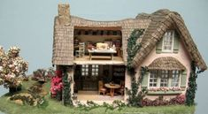 English Cottage : Young At Heart, Quarter Scale Miniatures by Debbie Young