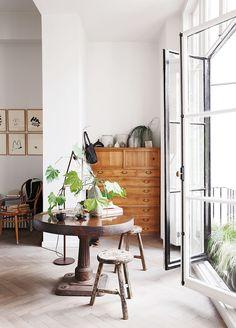 Atmosfären i modedesigner Anna Valentines ljusa Londonvåning är näst intill sakral. Men enkelheten i inredningen är långt ifrån någon tillfällighet –varje kvadratmeter är...