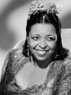 Ethel Waters- great vaudevillian, recording artist and actress on Broadway and in movies Old Hollywood Glamour, Golden Age Of Hollywood, Hollywood Stars, Ethel Waters, Film World, Gone Girl, Glamour Shots, Beautiful Smile, American Singers