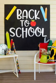 Get your little ones ready for school with a fun FREE BACK TO SCHOOL BACKDROP! Perfect for back to school parties and teacher bulletin boards. Back To School Party, Welcome Back To School, Back 2 School, School Parties, School School, Kindergarten Shirts, Kindergarten Graduation, Letters Kindergarten, School Decorations