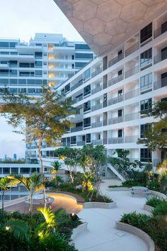 Vistas exteriores. The Interlace, Singapur por OMA / Ole Scheeren. Fotografía @ Iwan Baan. Señala encima de la imagen para verla más grande.