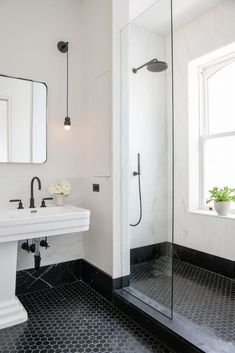Elizabeth Roberts spatters a Brooklyn family home with sunlight minimal bathroom inspiration - Marble Bathroom Dreams Minimal Bathroom, Black Floor Tiles, Bathroom Interior Design, Small Bathroom, Modern Bathroom, Bathroom Renovations, White Bathroom, Bathroom Flooring, Black Bathroom