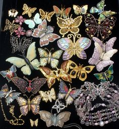 23 Brooches - 14 enamels (some of these have rhinestones, 1 is marked Spain), 5 with rhinestones (2 are 1928 Co), 2 gold tone are a set of scatter pins, 1 with faux pearls, 1 with faux abalone shell. Brooches are. | eBay!