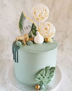 Always a favorite, our jungle themed cakes, especially when there is some pretty green colors, a touch of gold and an animal Green Birthday Cakes, Jungle Birthday Cakes, Jungle Theme Cakes, Birthday Animals, Safari Cakes, Birthday Bbq, Birthday Cookies, Baby Shower Cakes Neutral, Cupcake Cakes