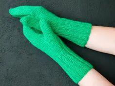 Neulotut lapaset – kolme perusohjetta | Yhteishyvä High Socks, Fingerless Gloves, Arm Warmers, Mittens, Embroidery, Knitting, Crochet, Knits, Fashion