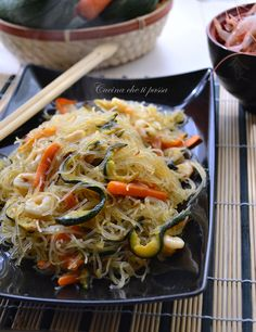 spaghetti di riso con gamberi e verdure ricetta cinese (12) Wine Recipes, Asian Recipes, Healthy Recipes, Ethnic Recipes, China Food, Us Foods, Exotic Food, International Recipes, My Favorite Food