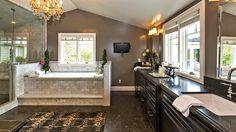 Hot Property   Jeremy Renner - guest house master bath