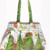 Pleated Bag - via @Craftsy