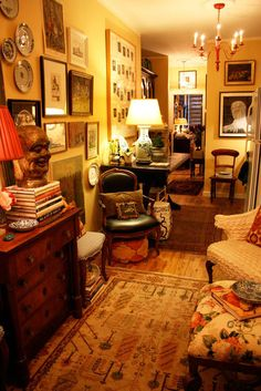 Randal's Regal Rooms - Name: Randal DawkinsLocation: North Williamsburg — Brooklyn, New YorkSize: 700 square feet (appro - English Cottage Style, English Country Decor, English Style, Vintage Country, French Country, Country Furniture, Living Room Furniture, Dining Rooms, English Living Rooms