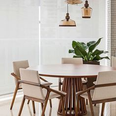 Dining room design ideas, whatever the space and budget you have to play with. Find inspiration for your dining room design with these looks and styles. Decor, Home Decor Styles, Dining Room Chairs, Minimalist Dining Room, Dinner Room, Home Decor, Round Dining Table, Dining Room Decor, Dining Room Table