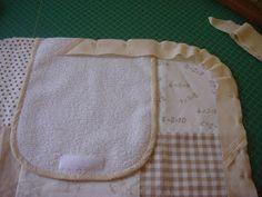 El Patchwork de Mi Casa: Cambiador de Bebé Diy Nappy Bag, Pot Holders, Baby Ideas, Couture, Scrappy Quilts, Sewing Ideas, Bag, World, Sewing Patterns