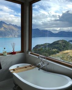 This Queenstown, New Zealand home features a bathtub with an absolutely stunning alpine view overlooking Lake Wakatipu. Steam Showers Bathroom, Bathroom Faucets, Remodel Bathroom, Marble Bathrooms, Bathroom Renovations, Shiplap Bathroom, Glass Showers, Shower Rooms, Master Bathrooms