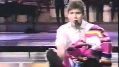 http://www.dailymotion.com/video/x271ln6_raphael-con-carlos-herrera-y-viviana-fernandez_music