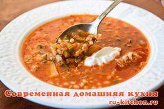 Рассольник ленинградский  Сытный суп с перловкой на ароматном мясном бульоне в лучших традициях русской кухни. Рассольник берет свое название от соленых огурцов, являющихся основой этого супа.