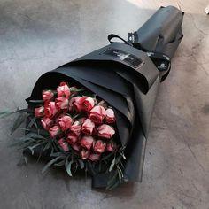 A bouquet of two women … – Silivri News Agency, SHA, Silivri's first video … - Pflanzen Flower Boxes, My Flower, Luxury Flowers, Flower Aesthetic, Arte Floral, Flowers Online, Order Flowers, Floral Arrangements, Beautiful Flowers