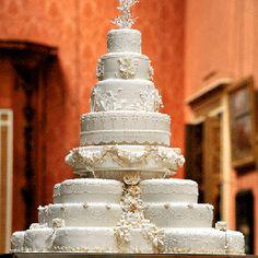 Stunning Incredible White Royal Wedding Cake at the Prince William and Kate Middleton Wedding Royal Cakes, Super Torte, Sugar Paste Flowers, Kate Middleton Wedding, Dream Wedding, Wedding Day, Elegant Wedding, Wedding Photos, Wedding Anniversary