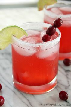 Cranberry Margaritas - A tart and refreshing cocktail made with fresh cranberries! Refreshing Summer Drinks, Summer Cocktails, Fun Drinks, Yummy Drinks, Cold Drinks, Tequila Drinks, Winter Drinks, Alcoholic Beverages, Party Drinks