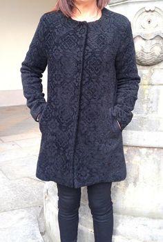 Je prends un peu de temps pour publier... mon blog est à l'abandon depuis quelques temps... Voilà donc mon manteau cousu à l'automne dernier d'après un modèle du magazine Burda Couture Facile (automne/hiver 2015). Il me restait un grand coupon de lainage/velour...